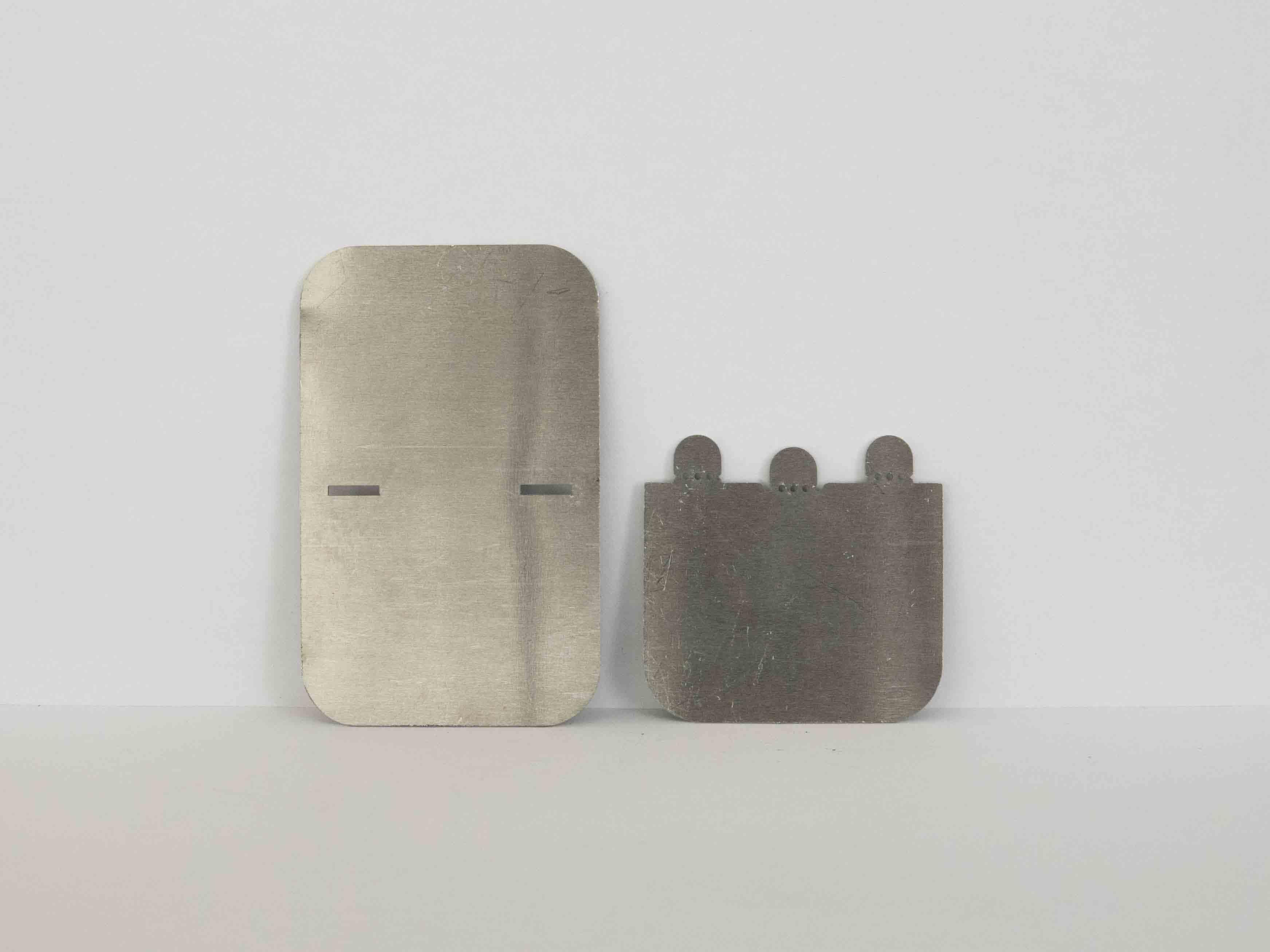 Laser cut metal fastening perpendicular clipsing