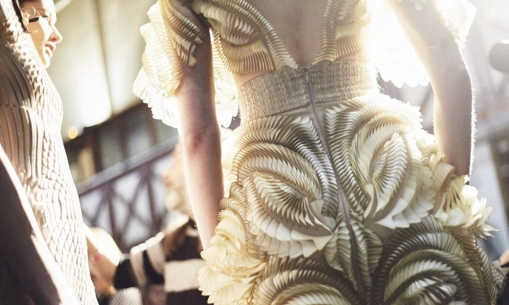 3D printed fashion: Why is additive manufacturing interesting for fashion?