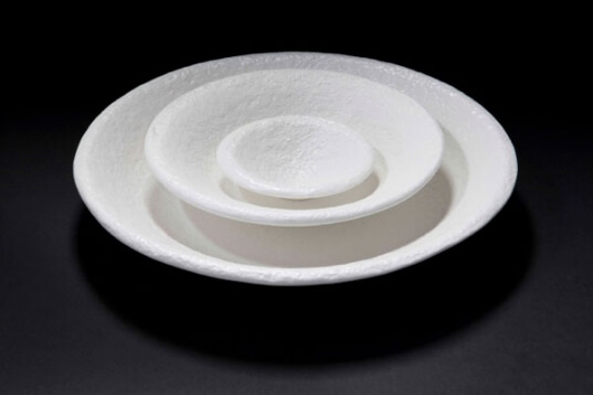 https://inhabitat.com/philippe-malouin-3d-prints-bowls-and-plates-using-sugar/