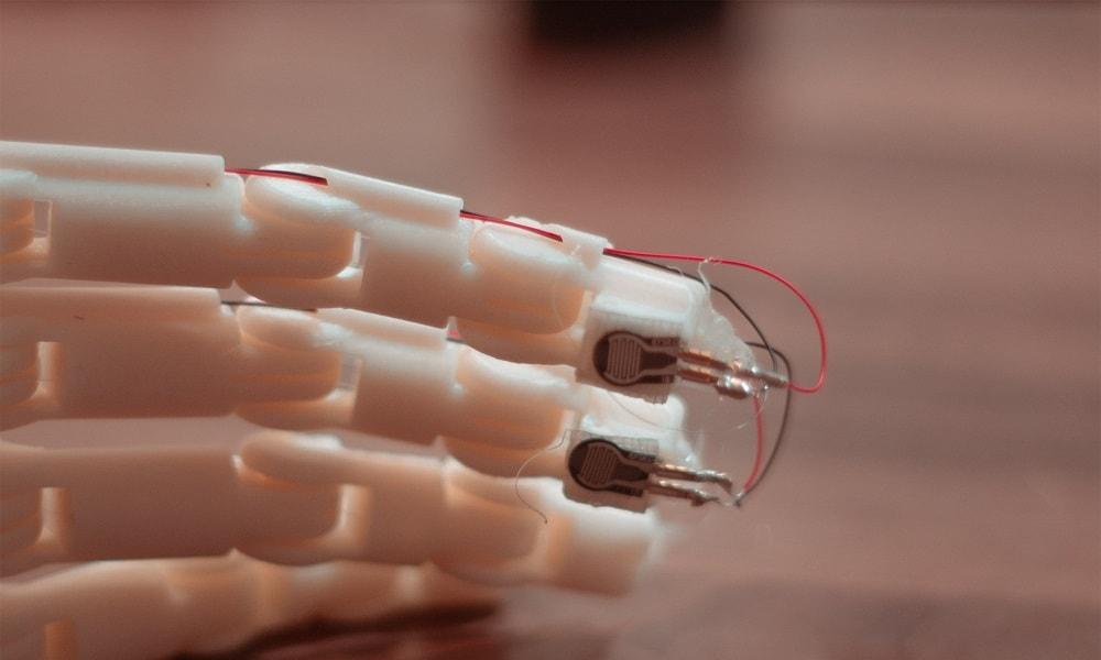 3D printed prosthetic arm providing feedbacks