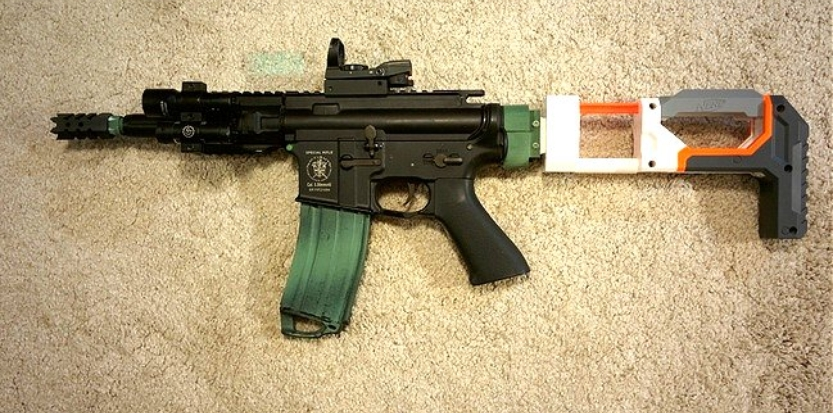 /media/picture/thumb/2016/12/26/MolS/shoulder-stock-installed-on-m4-small_size_833x413.jpg