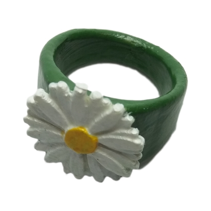 Ring with embossed daisy