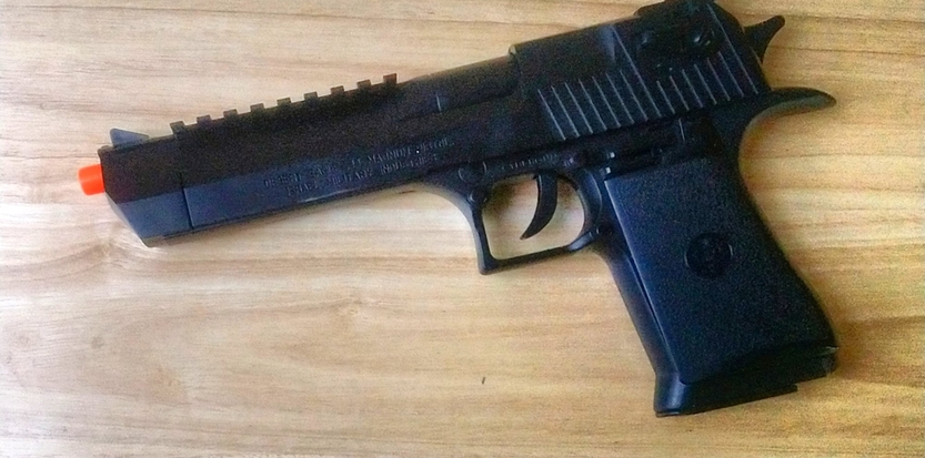 /media/picture/thumb/2019/12/08/KYPo/black-version-on-pistol-left-small_size_833x413..jpg