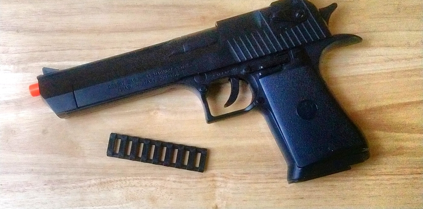 /media/picture/thumb/2019/12/08/WwwD/black-version-with-pistol-small_size_833x413..jpg