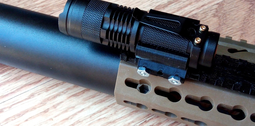 /media/picture/thumb/2020/04/30/CukS/torch-on-handguard-side-small_size_833x413..jpg