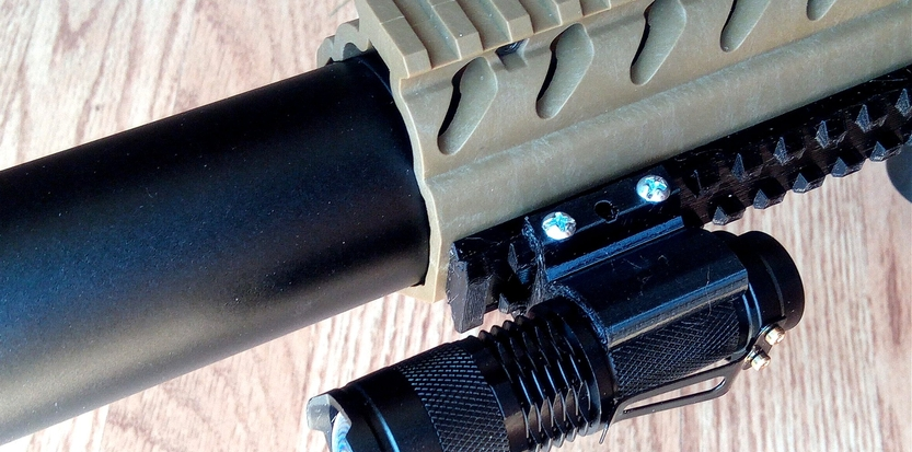 /media/picture/thumb/2020/04/30/Dhhh/torch-on-handguard-top-small_size_833x413..jpg